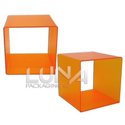 Cubi in plexiglass colorato print hub s r l for Cubi in legno arredamento