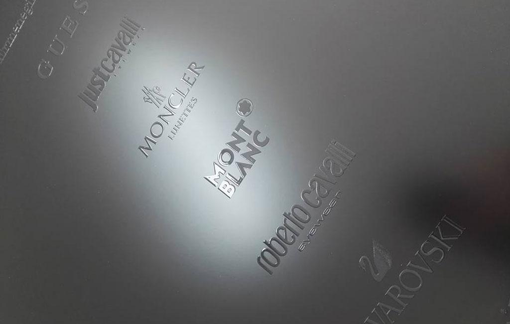 Stampa lucida in rilievo su pannelli di mdf